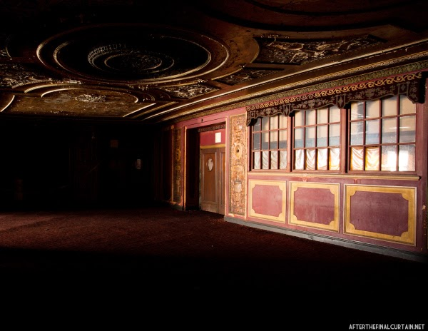 The abandoned Loew's Kings Theatre in New York 8
