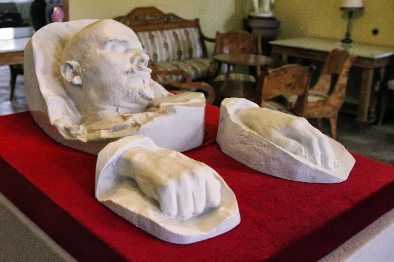 Featured Lenin's Former Estate - And Home Of His Death Mask