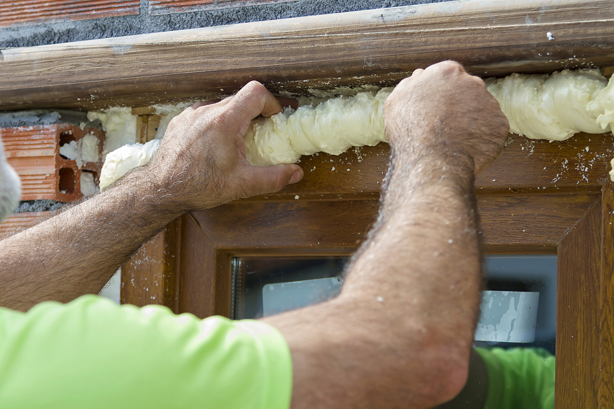 how to work with expanding foam