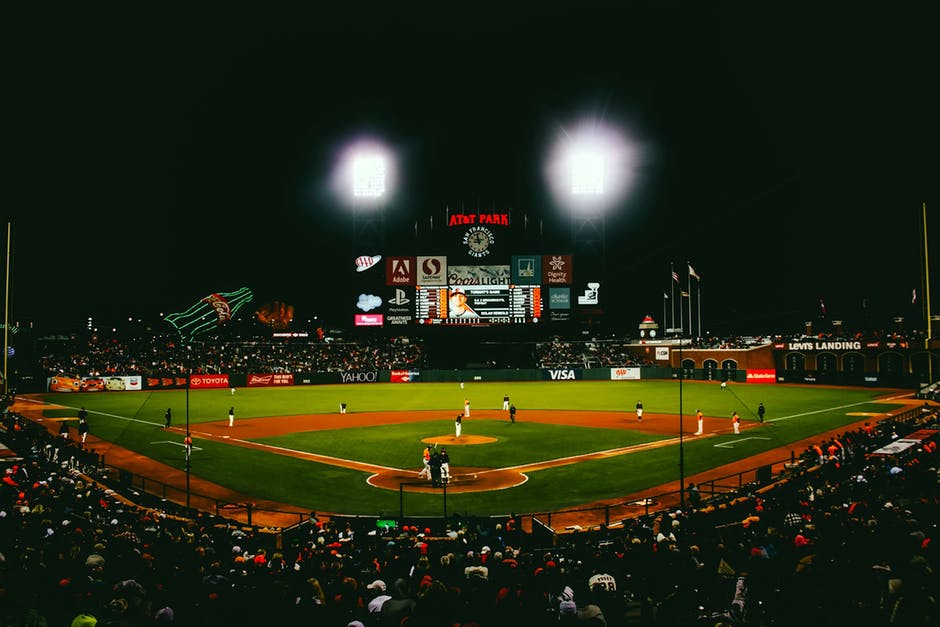 7 Awesome Gifts for Baseball Fans - Lateet